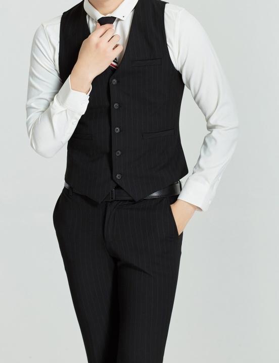 suit-2737911_1920