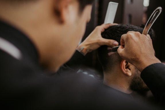 adult-barber-barbershop-1453005.jpg