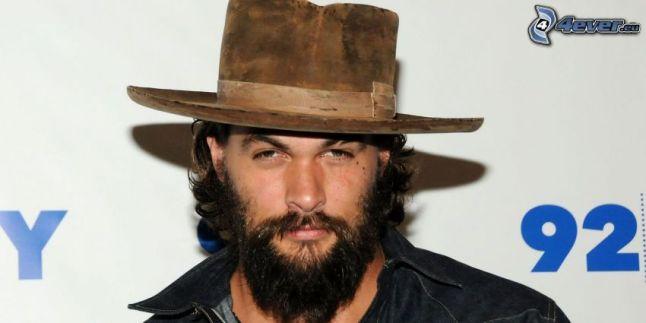 Jason Momoa és a kalap